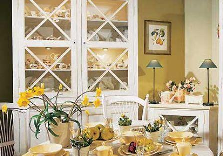 Klasyczna francuska porcelana, ale w ciepłym kolorze, to zapowiedź mniej oficjalnego przyjęcia. FRYDERYK GALLERY
