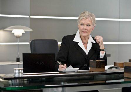 Lampa PH na biurku M - szefowej Bonda - w Quantum of Solace .