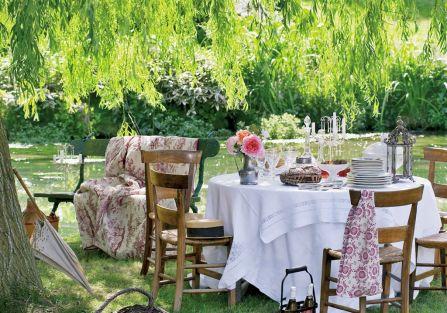 dekoracje stołu w ogrodzie