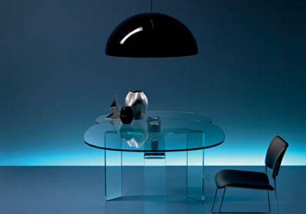 Stół Ray, projekt Carlo Bartoli dla firmy Fiam.