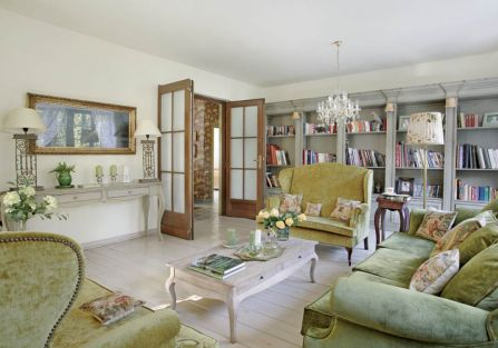 W kolekcji Agneiszki są meble z początku zeszłego wieku i współczesne. Żyją zgodnie.