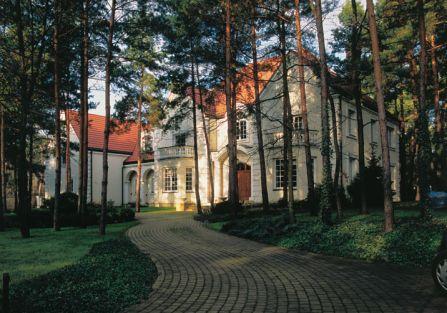 W sercu podwarszawskiego Konstancina jest pałacyk przypominający angielską wiejską rezydencję.