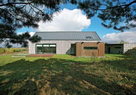 nowoczesny dom z kamienia