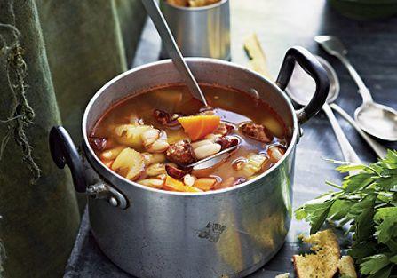 Z chorizo i białą fasolą. Rozgrzewające zupy