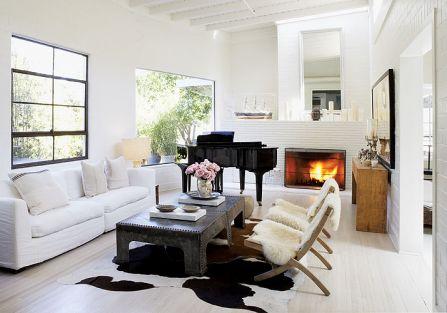 Z kolei panoramiczne okna pod sufitem nawiązują do Le Corbusiera.