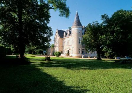 Zamek w Château des Reynats pod Périgueux.