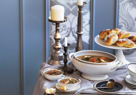 Zupa z pieczonego topinamburu. Wykwintna uczta – przepisy na zupę z topinamburu i ziołową pieczeń