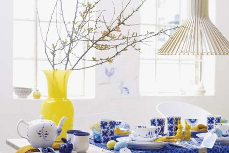 Aranżacja East News. Dekoracje wielkanocne na stół: jak zrobić ozdoby wielkanocne z kwiatów, jajek i innych darów natury