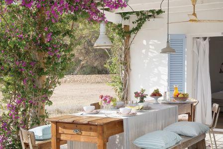 Tarasy pod Bugenwillami - słoneczny dom na hiszpańskich Balearach