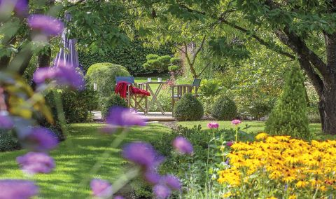 kwiatowe rabaty i ozdobne trawy