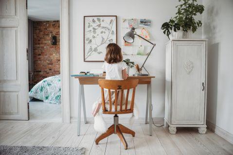 biurko w pokoju dziecka