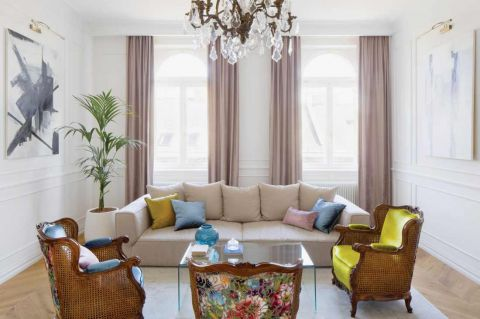 aranżacja salonu z kanapą