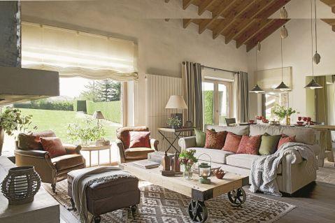 w rustykalnym stylu salon kolorowe poduszki