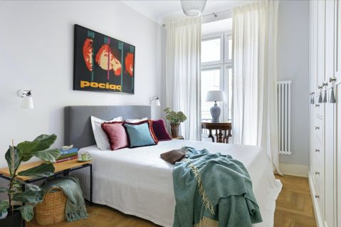 sypialnia w mieszkaniu w kamienicy