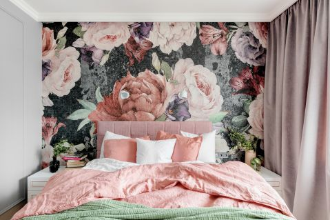 pudrowy róż w sypialni