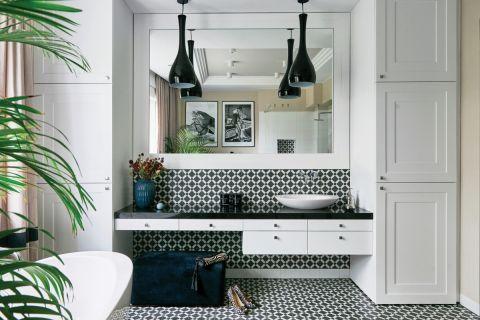 czarno-biała łazienka w stylu klasycznym