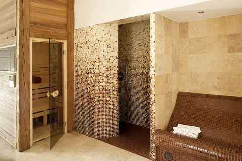Sauna: w starym dworze znalazło się nowoczesne rozwiązanie.