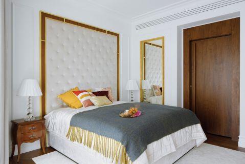 sypialnia biel z drewnem
