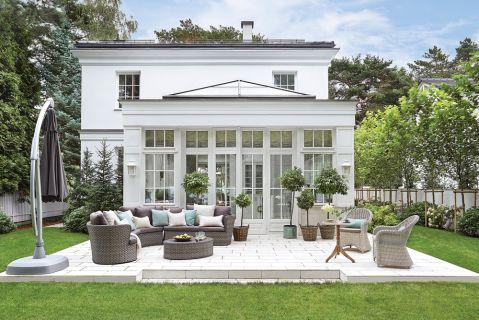biały dom w stylu klasycznym