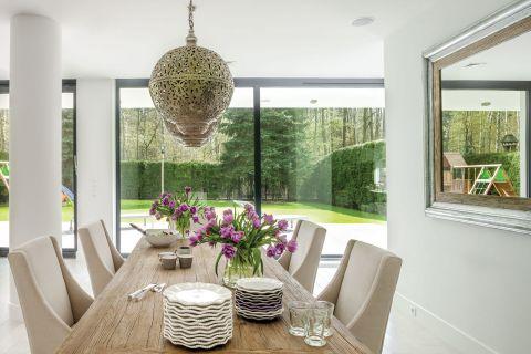 nowoczesny dom jadalnia lampy