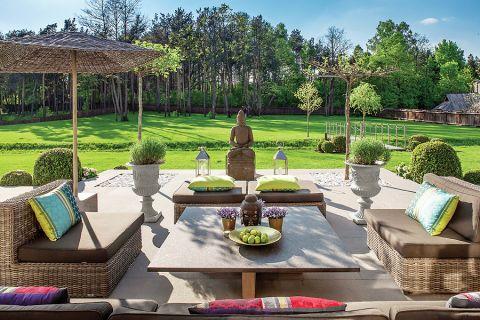 Jak urządzić dom w eleganckim stylu francuskim i połączyć go z orientalnymi dodatkami? Zobaczcie dom Oli, która pomysły na
