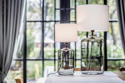 Szklane lampy stołowe