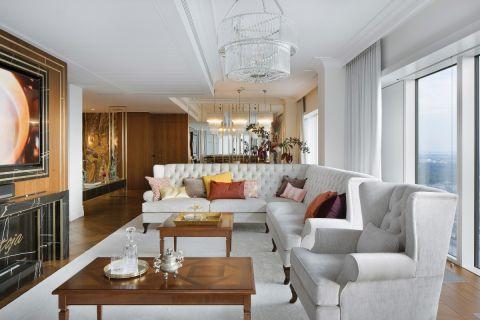 Najbardziej pożądany adres w Warszawie – Złota 44. Z dwustumetrowego apartamentu w marmurach widać stolicę jak na dłoni.