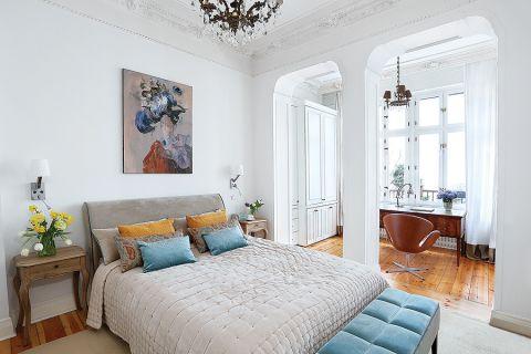 biała sypialnia w stylu klasycznym