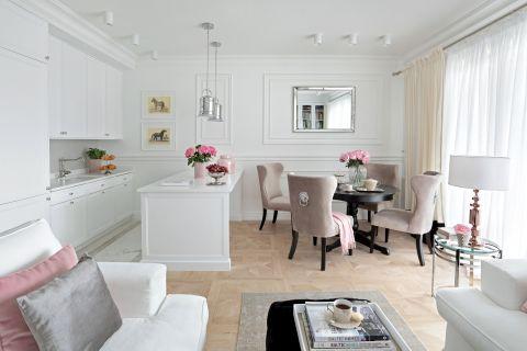 salonu w stylu francuskim z nowojorskim klimatem