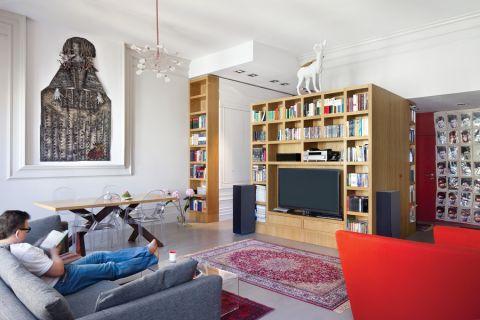 Na ścianie Infantka Elżbiety Terlikowskiej góruje nad krzesłami Starcka. Specjalnie pod tę pracę