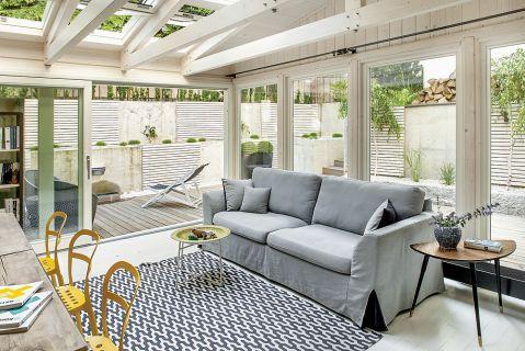 Nie sztuka zrobić mieszkanie z mieszkania, a ogród z ogrodu. Ewa urządziła apartament w suterenie, a patio zmieniła w