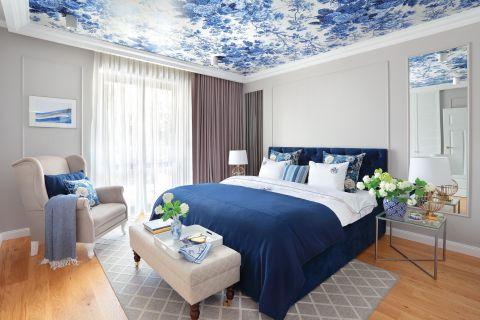 niebieska sypialnia w stylu hampton