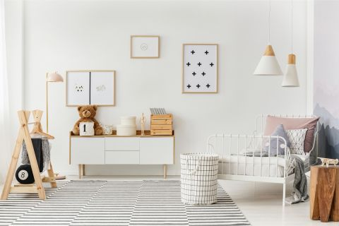 biały pokój dla dziewczynki