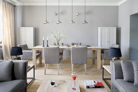 Projektantka lubi estetyke loftów i nie przepada za wydumaną stylizacja - to widać w tym wnętrzu. Świeczniki kupione w