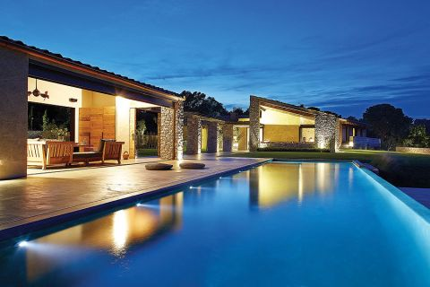 To wspólne dzieło architekta Damiána Ribasa i projektantki wnętrz Nurii Pérez-Sali.