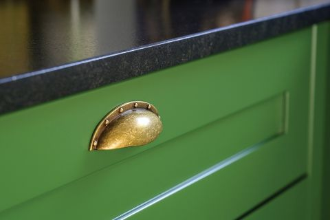 uchwyty do zielonych szafek kuchennych