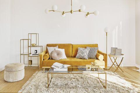 żółta sofa trzyosobowa