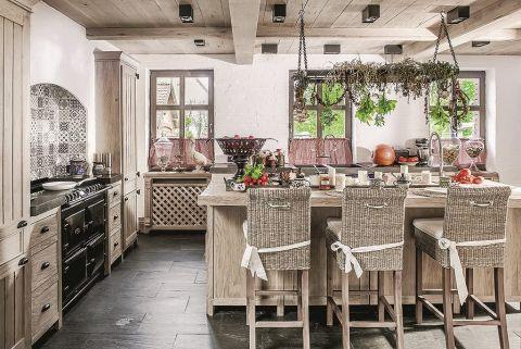 kuchnia w stylu francuskim i rustykalnym