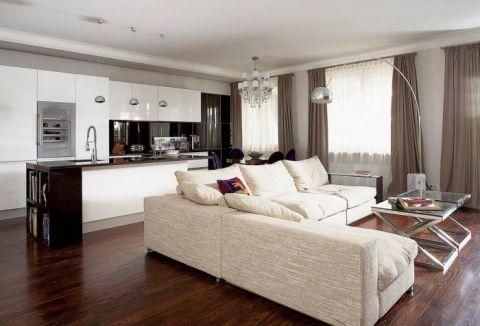 w salonie ogromna kanapa. Apartament kosmopolityczny