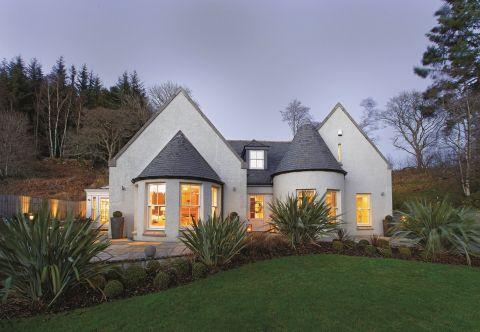 Dom przypomina trochę APULIJSKIE TRULLI z powiększonymi oknami