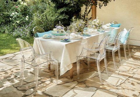 stół na letnie przyjęcie