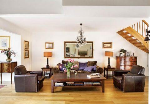 Symetrycznie rozplanowany salon. Przepis na przytulny dom