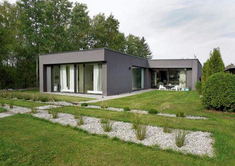 szary dom w stylu nowoczesnym