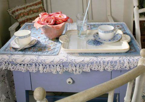 W kuchni znajdziemy wiele niebieskich detali.