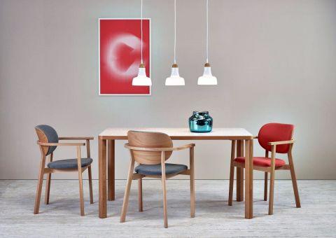 Stół z drewna do jadalni