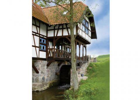 Grzegorz nie chciał się silić na oryginalność i jak na dawne tereny Prus Wschodnich przystało, mur domu też jest pruski .