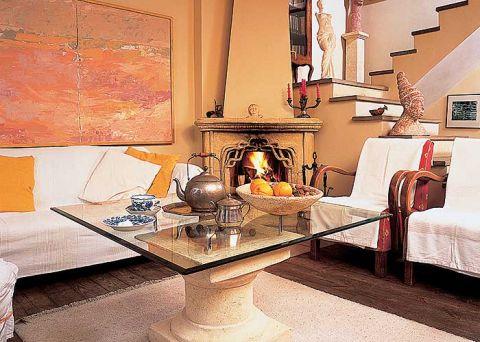 Kolumna, na której Dziełem Hanny jest także kominek w salonie. – Był to eksperyment, bo nigdy wcześniej nie zaprojektowałam