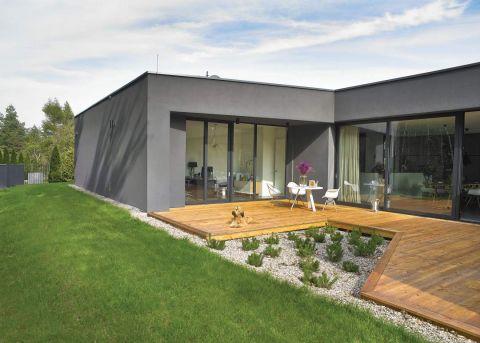 nowoczesny szary dom z tarasem