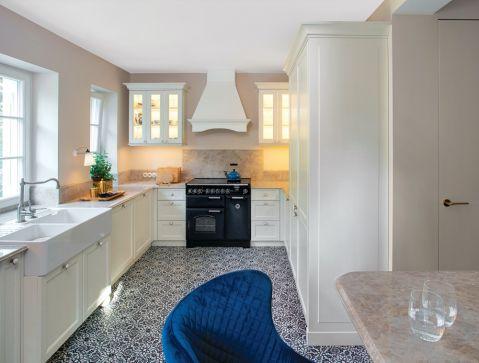 biała kuchnia styl klasyczny nowoczesny
