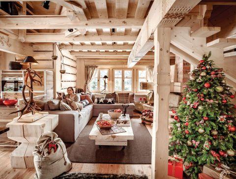 Wszystkie meble zaprojektowała Urszula. Tapicerowaną sofę wykonał dla niej Krzysztof Szymczyk z Sieniawy - Krzyś.